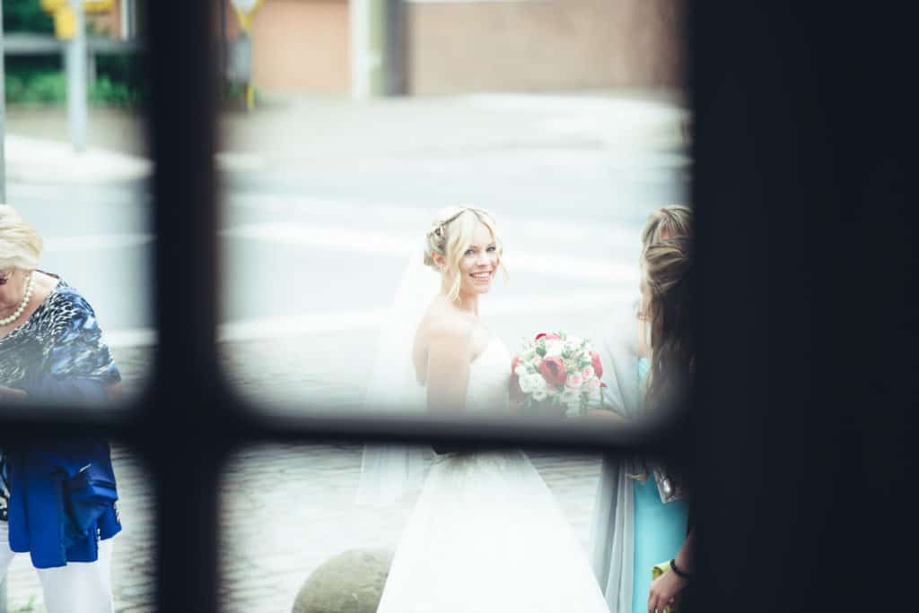 Hochzeitsfotograf-Darmstadt Standesamt-Pfungstadt Braut Brautstrauss