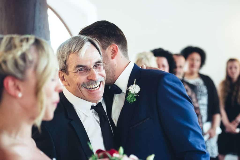 Hochzeitsfotograf-Darmstadt Standesamt-Pfungstadt Braut Brautstrauss Bräutigam