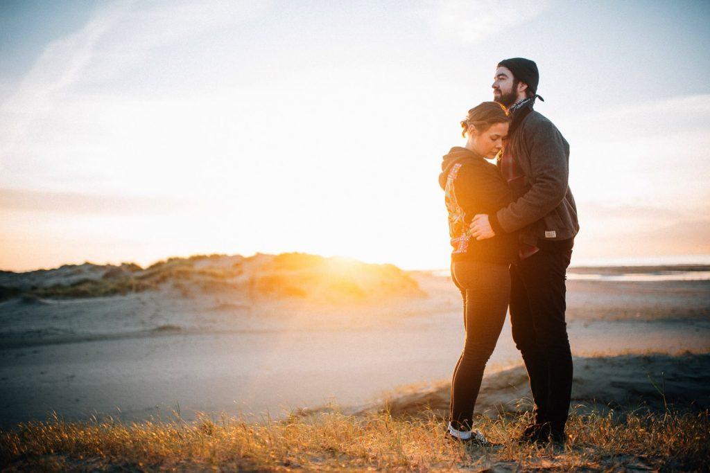 rømø_denmark_couple_66_Sonnenuntergang_Verlobung_couple_Meer_chucks_Fotograf_Romo_Dünen_Abschied_Prosecco_Shooting_Paarshooting_Wedding_hochzeit_Denmark_Rømø_Dänemark