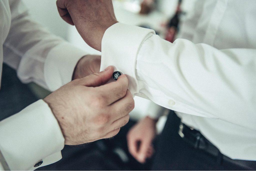 Flachmann_Getting-Ready_Bräutigam_Trauzeuge_Hochzeitsfotograf-Gernsheim_Junggesellen