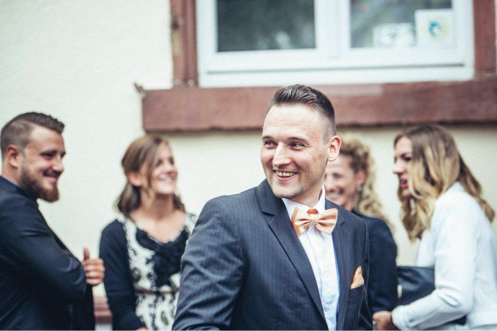 Braut_Bräutigam_First-Look_Hochzeitsfotograf-Gernsheim_Brautkleid