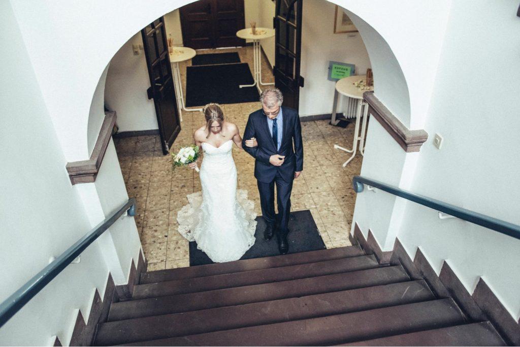 Trauung_Braut_Bräutigam_Standesamt-Gernsheim_Gratulationen_Hochzeitsfotograf-Gernsheim_Stadthaus-Gernsheim
