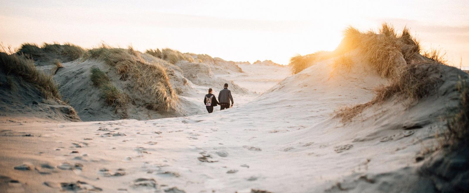 rømø_denmark_couple_Sonnenuntergang_Verlobung_couple_Meer_chucks_Fotograf_Romo_Dünen_Abschied_Prosecco_Shooting_Paarshooting_Wedding_hochzeit_Denmark_Rømø_Dänemark
